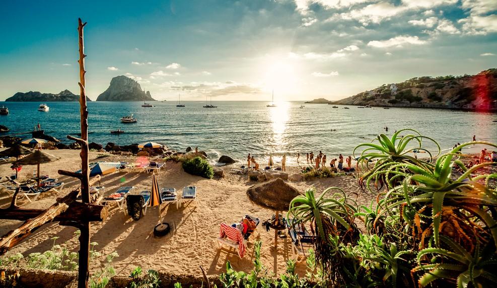 Den Sonnenuntergang am Strand des Cala d'Hort Beach würden wir nur zu gerne zum Glückshotels Ibiza buchen. (#1)