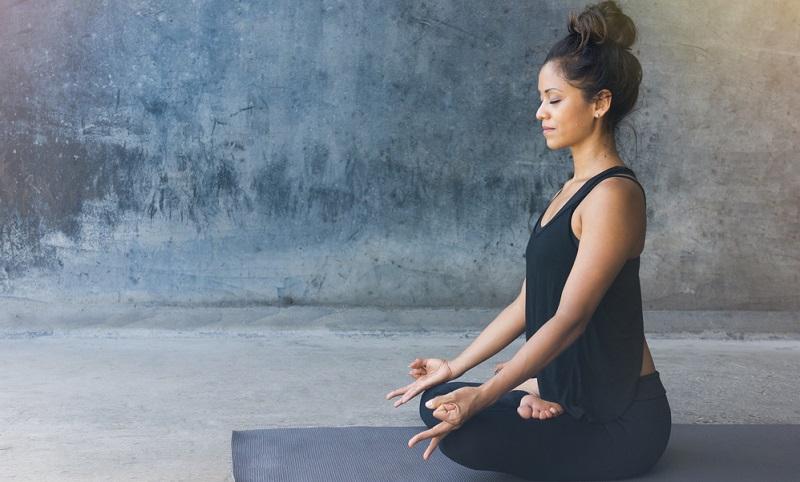 Es ist nicht schwierig, sich jeden Tag eine Viertelstunde Zeit zu nehmen, um auf einer Massagematte die wohltuende Massage zu genießen und dabei zu meditieren oder durch eine gezielte Atemtechnik, Anspannungen abzubauen.