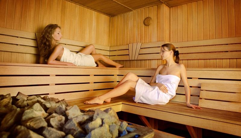 Wer entspannen möchte, geht nicht einfach in das Bad nebenan, sondern sucht nach Thermen in Deutschland, die alle persönlichen Anforderungen erfüllen.(Foto- shutterstock_daoimages)
